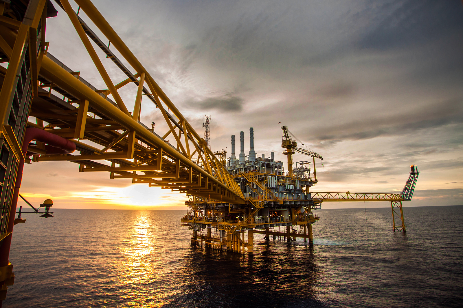 Legal Options for Workers After an Offshore Accident - Ernst Law Group