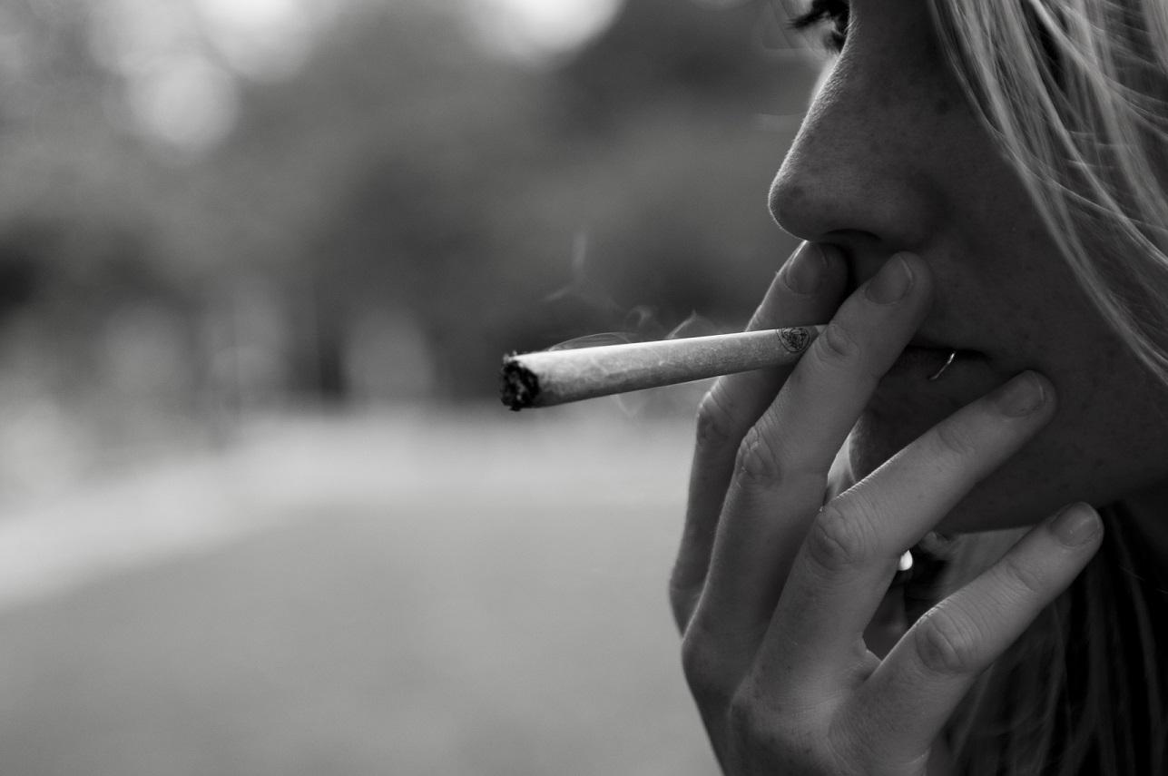 Woman_smoking_marijauana
